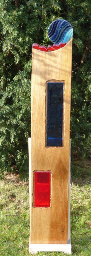 Eichenstele Nr. 14 mit Fusingglas in blau und rot